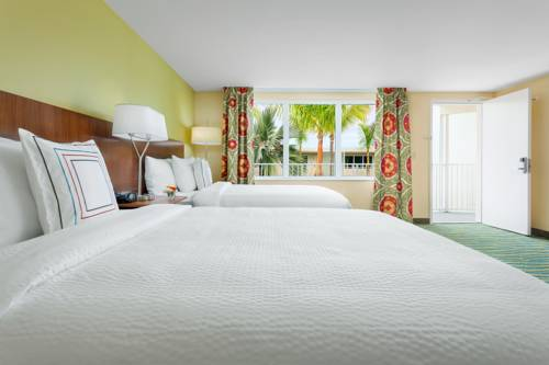 fairfield-inn-suites-key-west-bedroom