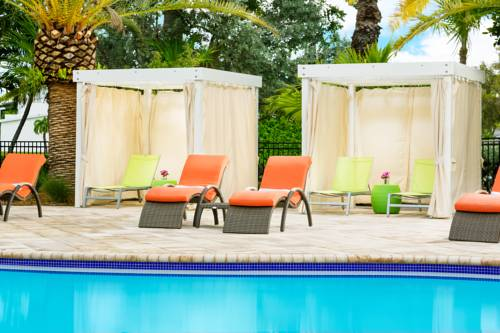 fairfield-inn-suites-key-west-pool-cabanas